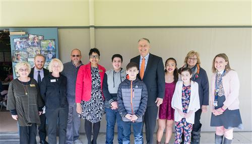 Governor Inslee and Federal Way Public Schools Staff and Scholars at Nautilus K-8